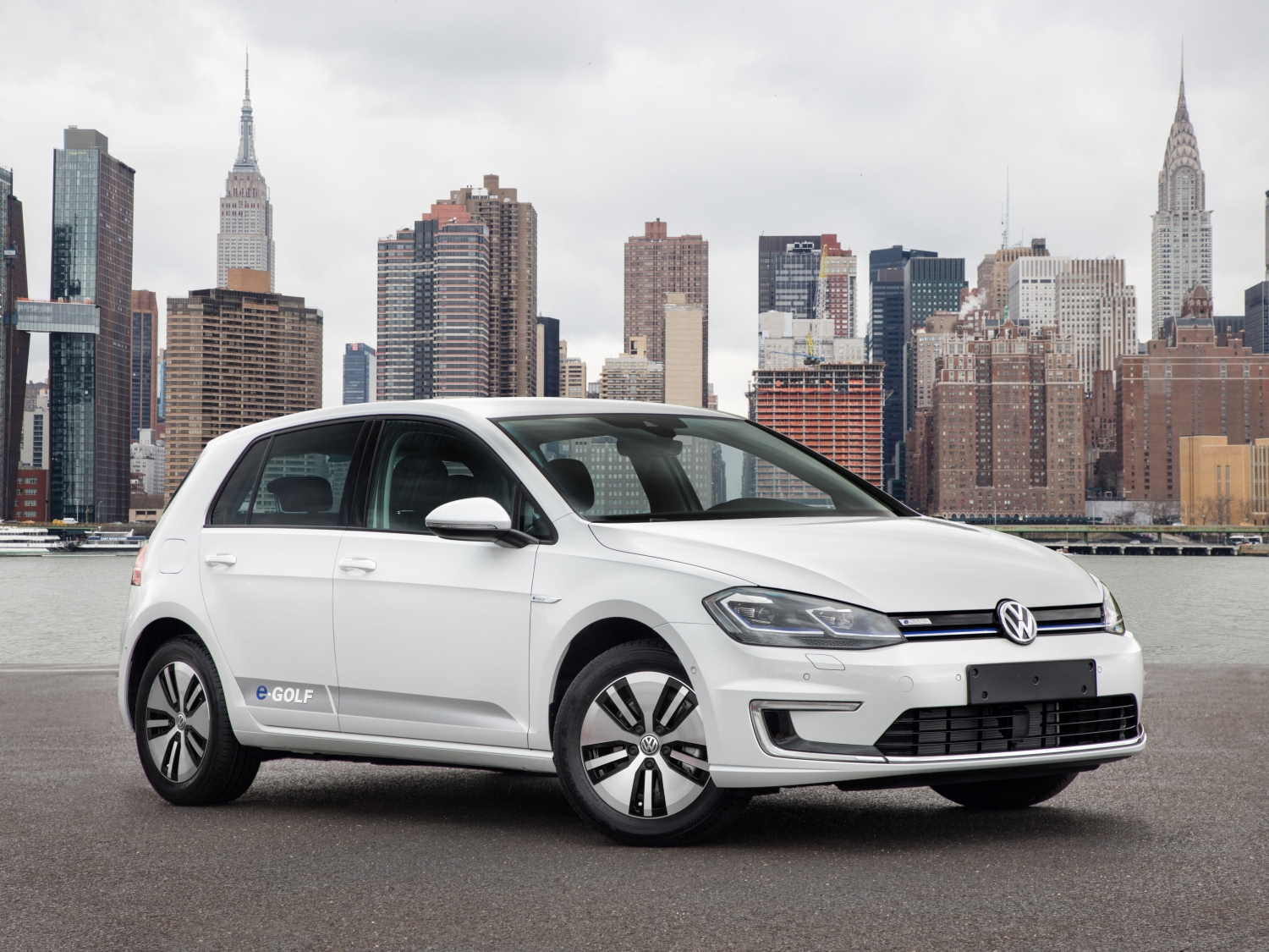 2018 Volkswagen e-Golf white